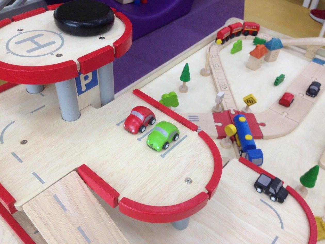 plan-toys-garage-fw