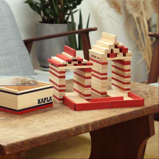The KAPLA 40square red blocks add colour and definition to your builds