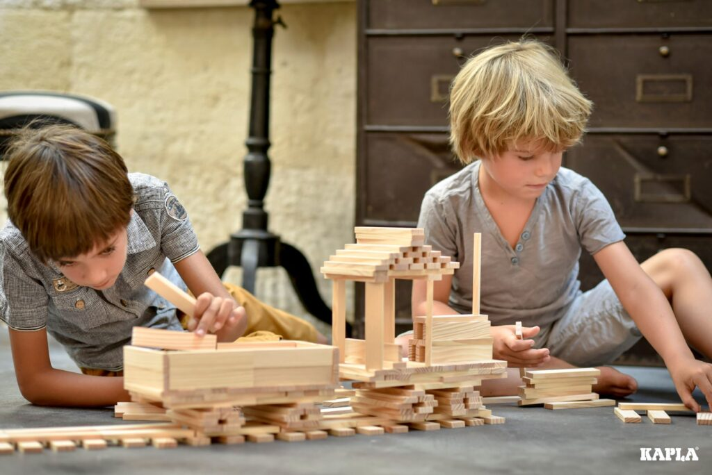Building a train using Kapla planks